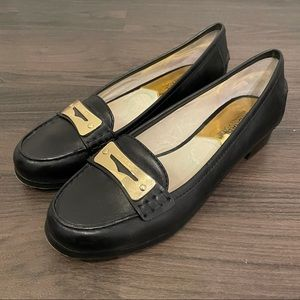 MICHAEL MICHAEL KORS Black leather loafers.